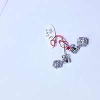 Anting giwang emas putih 75% berat 3.25 gram. white gold stud earring