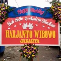Karangan Bunga Papan Ucapan Happy Wedding Surabaya - Kuping Biasa