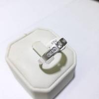Cincin emas putih 75% berat 4 gram ukuran 19 dan 20. White gold ring