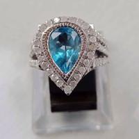 Cincin blue topaz bertaburkan berlian eropa