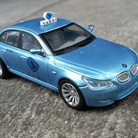 BMW M5 custom Taxi Blue Bird skala 43 by Rastar
