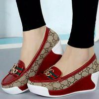 Sepatu Wedges GC Maroon
