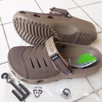 TERBARU BEST DEAL Sandal Sepatu Crocs Men Yukon Leather SALE sepatu s