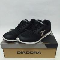 TOP Sepatu Diadora Liberta man dan Bonus Kaus Kaki Original Guarantee