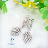Anting / giwang berlian fashion 0.83 ct bahan emas putih