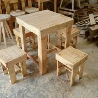 Meja dan 4 Kursi Cafe Termurah dari Kayu Pinus Jati Londo di Surabaya