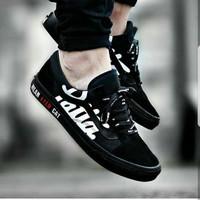 Vans Old Skool Patta  Black  Premium Original / sepatu olahraga