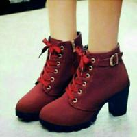 sepatu boots wanita warna maroon cewek korea modis