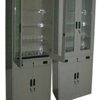 Lemari penyimpanan glassware laboratorium
