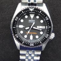 Seiko SKX013 / SKX013K2. Automatic Diver 200 Meters. Black Dial.