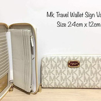 Dompet michael kors original - Mk travel wallet signature vanilla