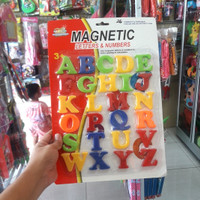 Mainan magnet kulkas huruf ukuran besar tempelan kulkas
