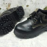 Sepatu safety ukuran big size 45 46 47 ujung kaki ada plat besi