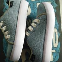 Sepatu sneakers kets denim anak