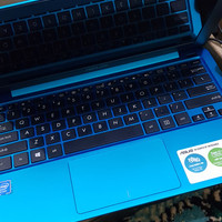 Asus Notebook E202S 99 persen mulus like new