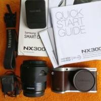 Kamera Mirrorless Samsung NX300 + Lensa Kit 18-55mm