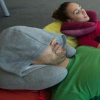 Bantal Leher Unik Dengan Penutup Kepala - Tidur di Mobil Jadi Nyaman