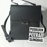 Tas Wanita Zalora Pushlock Potrait Slingbag Preloved