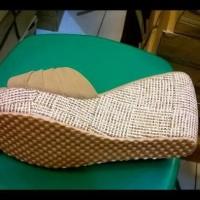 Sepatu Wanita Wedges Silang Lapis Kokop Olive(Kuning Kecokelatan Tua)