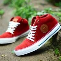 sepatu sneakers untuk pria converse red suede sol white