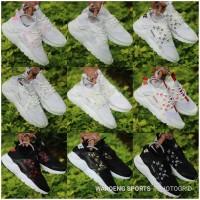 Sepatu Nike Huarache LV Supreme Boost White Black Cewek Cewe Women