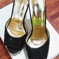 Black High Heels sandal pesta Yongki Komaladi hitam