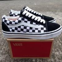 Sepatu Sneaker Pria Vans Old Skool Checkerboard Black White fe6c75324b