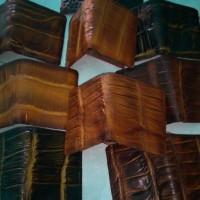 dompet kulit buaya asli dari merauke