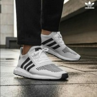 Sepatu Sneakers Lari Olahraga Running Adidas Swift Run White Original