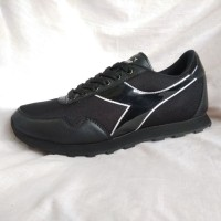 DIADORA ORIGINAL. EDITA. Sepatu Olahraga. Sekolah. Size 39-40