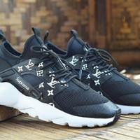 Sepatu Nike Huarace Supreme