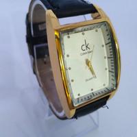 Jam tangan wanita kotak