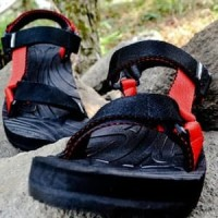 sandal sendal pria cowo gunung extreme outdoor biru merah knip sancu - Hitam, 43