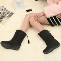 Promo Sepatu Boots Wanita Untuk Winter Berkwalitas