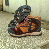 REI Original Indonesia Sepatu Tracking