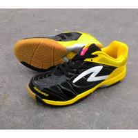Sepatu badminton specs asgard black