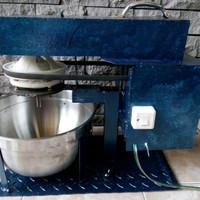 Mixer donat cocok untuk segala macam adonan padat, pizza, kulit molen