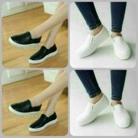 Sepatu slip on Poxing Putih Polos Kets Putih Vans Adidas Nike Puma pom