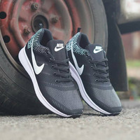 Nike Air Zoom   Sepatu Pria Wanita Olahraga Voli Badminton Fitness b4226f786f