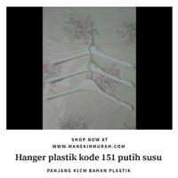 Hanger atasan kode 151 putih susu