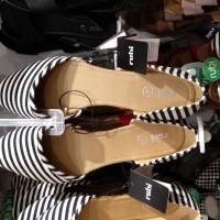 Jual dapat 2psg Rubi flat shoes / sepatu wanita / jasa titip rubi original Murah