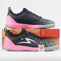 Sepatu Futsal Specs Metasala Knight IN - Black Pink Original 400730