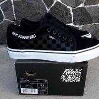 sepatu sneakers untuk pria vans chukka rebel 8 waffle icc premium