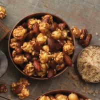 Garrett Popcorn Nut (Almond or Macadamia) CaramelCrisp Medium