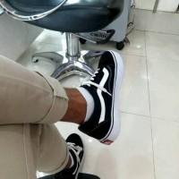 TERLARIS Sepatu Vans Old Skool Premium BNIB Hitam Putih Sneakers Casu