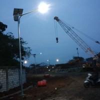 Lampu jalan tenaga surya 30w tinggi tiang 6 meter