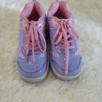 Sepatu kets anak ada roda