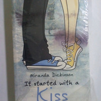 Novel Chicklit Being Single Happy - It Started With A Kiss Ciuman Itu