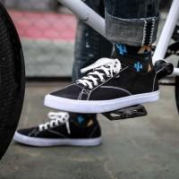 JONAS BLACK Sepatu Kets Sneakers