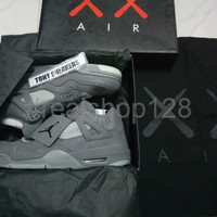 TERBARU Sepatu Nike Air Jordan 4 Retro x Kaws UA